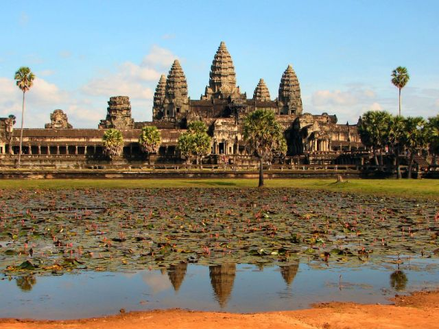 """Angkor Wat"" by Bjørn Christian Tørrissen - Own work. Licensed under Creative Commons Attribution-Share Alike 3.0-2.5-2.0-1.0 via Wikimedia Commons"
